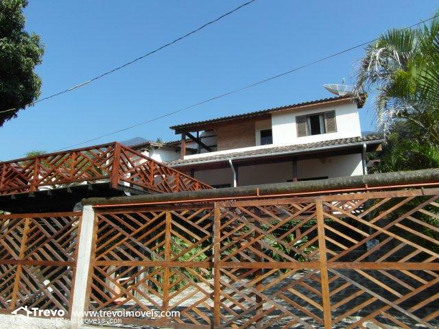 Casa a venda em Ilhabela em rua sem saída