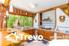 Casa-charmosa-a-venda-em-Ilhabela-em-condomínio-de-luxo10