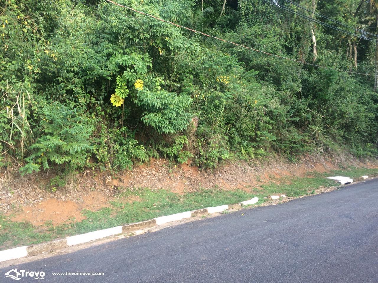 Terreno a venda em Ilhabela com cachoeira