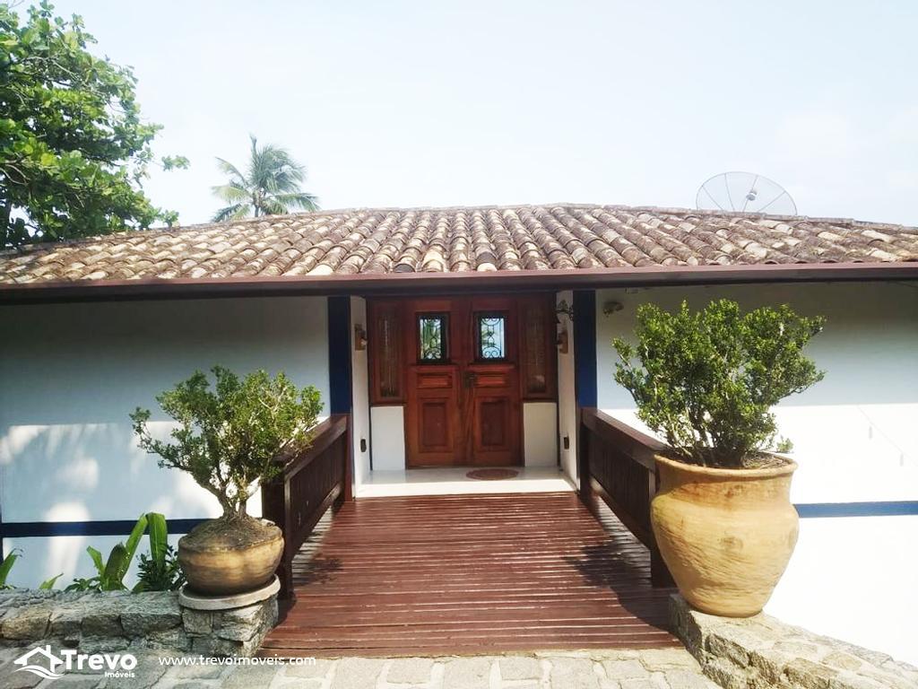 Casa charmosa a venda em condomínio fechado